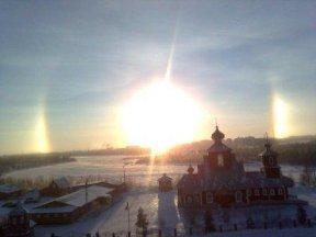 """Полярное небо - солнечный """"глаз"""" и церковь"""