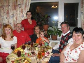 С женой, дочерьми, сестрой Шафой, её мужем и своей тещей